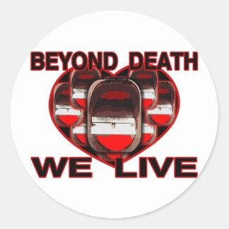 Más allá de muerte vivimos pegatinas redondas