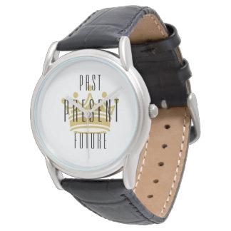 Más allá de/presente/futuro - corone el reloj