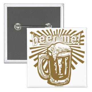Más cerveza yo por los estudios de Mudge Pins