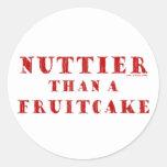 Más de nuez que un Fruitcake Pegatina Redonda