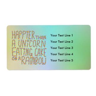 Más feliz que un unicornio que come la torta en un etiqueta de envío