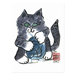 Más juego del hilado por el gatito gris del tigre, tarjeta postal
