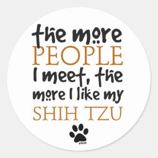 Más la gente encuentro… a Shih Tzu Pegatina Redonda