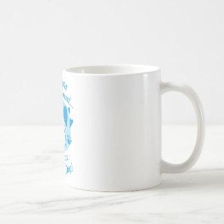Más la gente que me encuentro, más tengo gusto de  taza básica blanca
