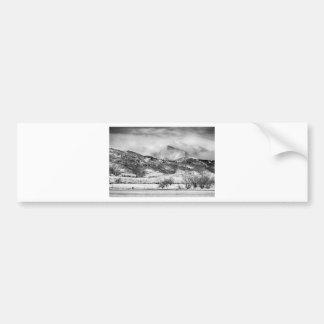 Más manso y desea el pico en las nubes BW del invi Etiqueta De Parachoque