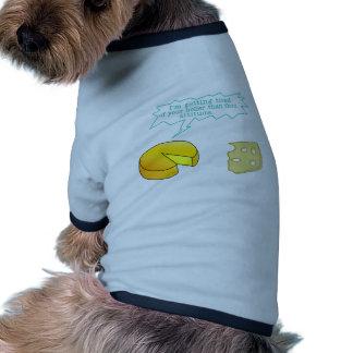Más santo divertido que el queso de mil camiseta de perro