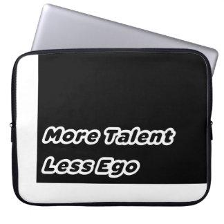 Más talento menos ego mangas computadora