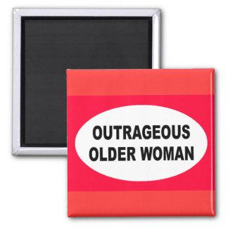 Más vieja mujer indignante imán de frigorífico