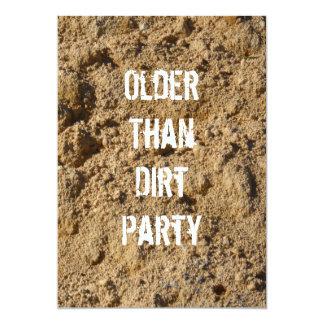 Más viejo que la invitación de la fiesta de