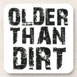 Más viejo que la suciedad posavaso