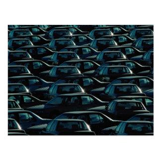 Masa de coches importados en el depósito del almac postales