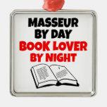 Masajista del aficionado a los libros adorno