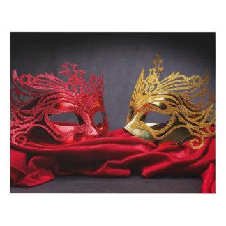 Máscara adornada de la mascarada en el terciopelo