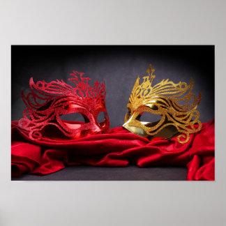 Máscara adornada de la mascarada en el terciopelo  póster