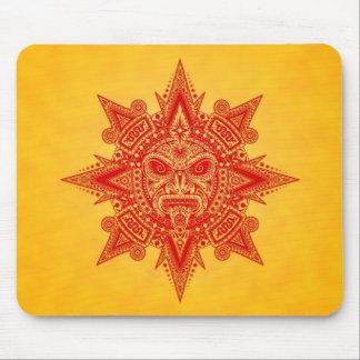 Máscara azteca de Sun (rojo y amarillo) Alfombrillas De Raton