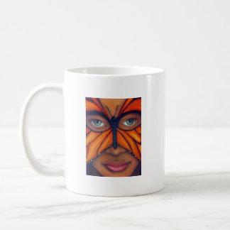 Máscara de la mariposa taza clásica