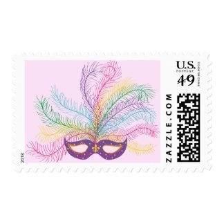 Máscara del carnaval con las plumas sello postal
