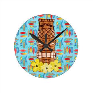 Máscara hawaiana de Tiki Reloj Redondo Mediano