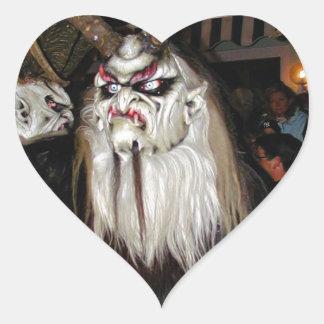 Máscara japonesa de cuernos del diablo pegatina en forma de corazón