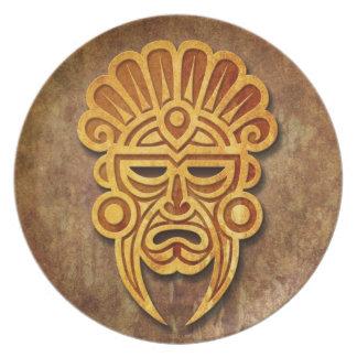 Máscara maya de piedra platos