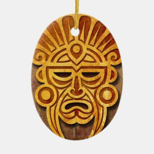 Máscara maya de piedra, por completo ornamento para arbol de navidad