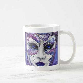 Máscara púrpura del carnaval por PSOVART Taza Básica Blanca