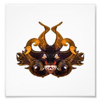 Máscara tribal del demonio cojinete