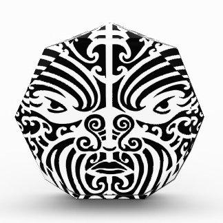 Máscara tribal maorí del tatuaje
