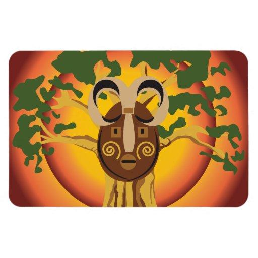 Máscara tribal primitiva en el árbol Sun que brill Imán De Vinilo