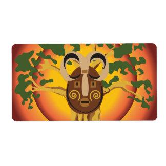 Máscara tribal primitiva en el árbol Sun que Etiquetas De Envío