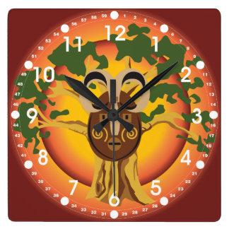 Máscara tribal primitiva en el árbol Sun que Reloj Cuadrado