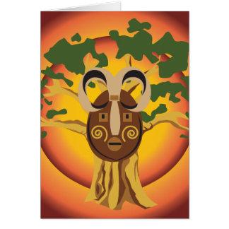 Máscara tribal primitiva en el árbol Sun que Tarjeta De Felicitación