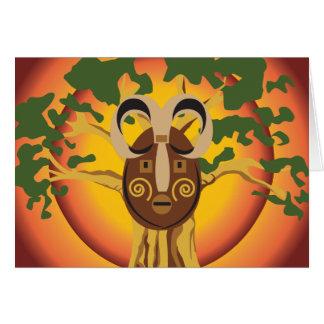 Máscara tribal primitiva en el árbol Sun que Tarjeta Pequeña