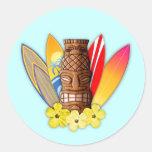 Máscara y tablas hawaianas de Tiki Etiquetas Redondas