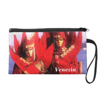 Máscaras venecianas del carnaval y trajes rojos