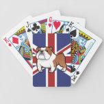 Mascota del dibujo animado con la bandera baraja de cartas