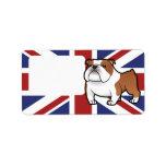 Mascota del dibujo animado con la bandera etiquetas de dirección