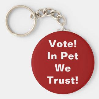 Mascota del voto que confiamos en llavero redondo tipo pin