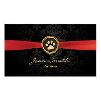Mascota que sienta el damasco rojo elegante de la tarjetas de visita