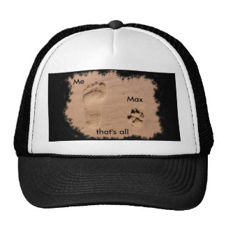 Mascota y huella en la arena gorra