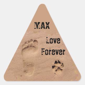 Mascota y huella en la arena pegatina triangular