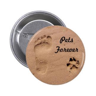 Mascota y huella en la arena pin redondo de 2 pulgadas
