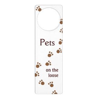 Mascotas en el flojo colgadores para puertas