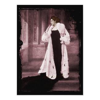 """Mata Hari en el abrigo de pieles blanco Invitación 5.5"""" X 7.5"""""""