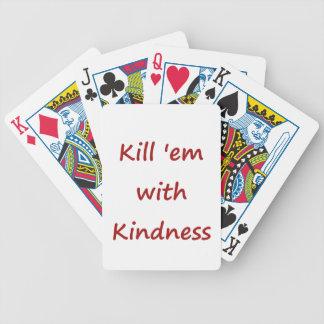 Máteles con amabilidad barajas de cartas