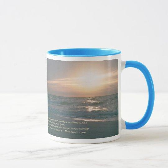 Mateo 5-44,45 con la Salida del Sol Mug