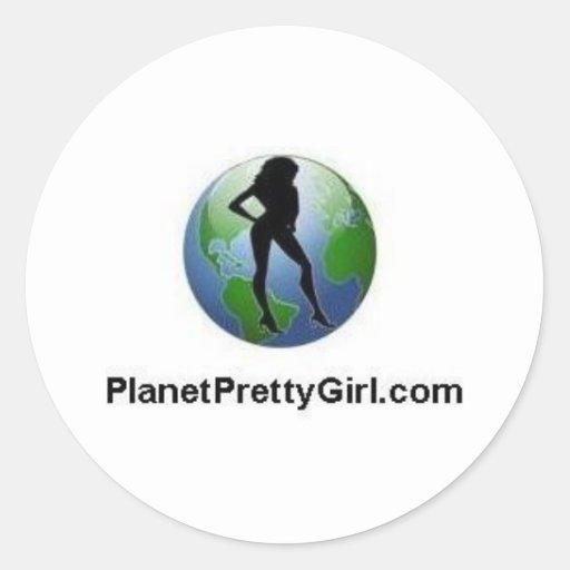 ¡materia de PlanetPrettyGirl.com! Pegatina Redonda