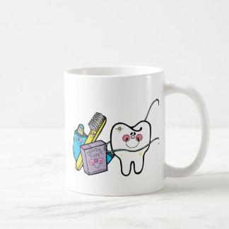 Materia dental para dentista día el 6 de marzo tazas de café