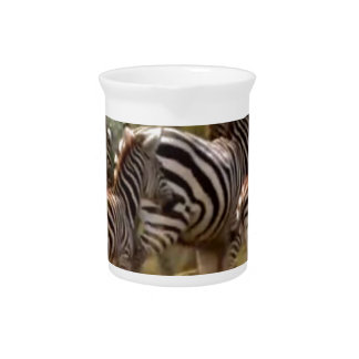 Materia fresca de la cebra africana jarras de beber