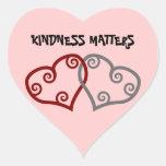 Materias entrelazadas de la amabilidad de los cora pegatina corazon